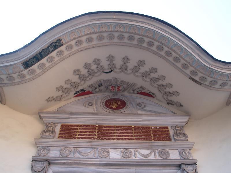 Istanbul turkey sublime porte overhang decoration for Sublime porte