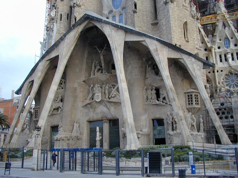 Barcelona spain la sagrada fam lia passion fa ade - Estilo sagrada familia ...