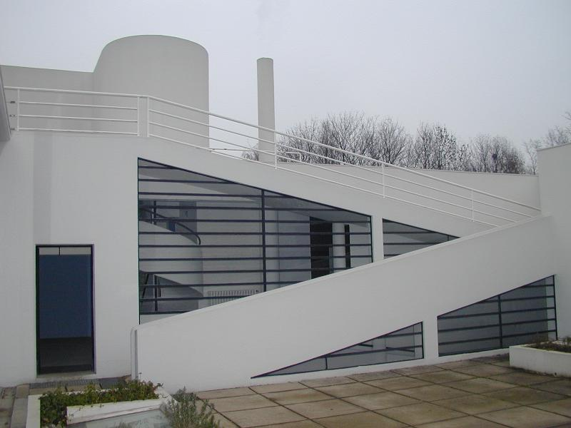 Poissy france villa savoye exterior ramp and window for Poissy le corbusier