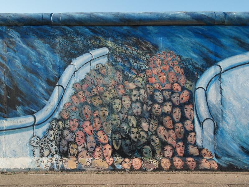 Berlim, Alemanha: East Side Gallery (Muro de Berlim): Es geschah im Novembro (Foi o que aconteceu em novembro) (Kani Alavi)